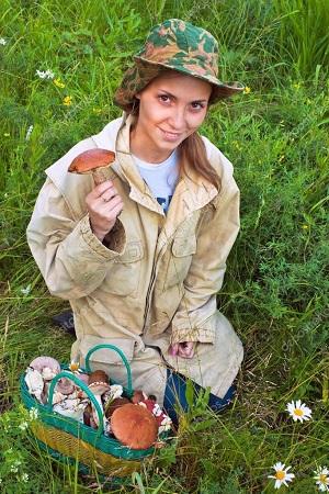 девушка с грибами