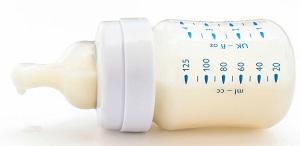молоко в бутылочке