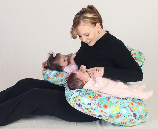 подушка для двоих детей