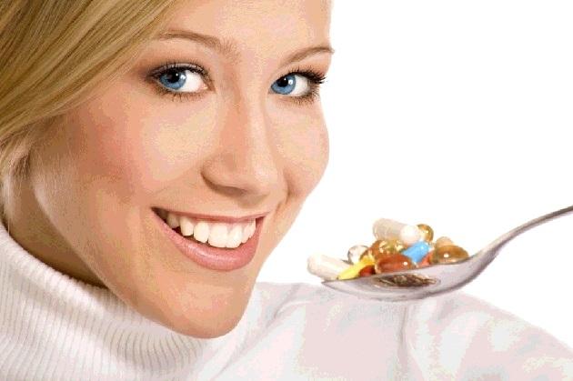 витамины ест витамины ложкой