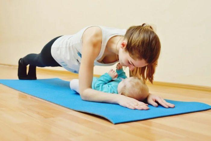 упражнение планка с ребенком