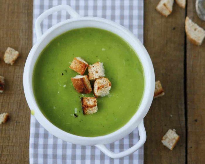 Суп пюре со шпинатом и крутонами